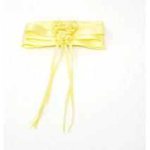 Pasador niña en satén con 3 escarapelas amarillo